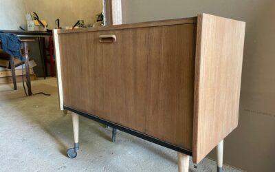 Rénovation de ce chouette meuble Vintage !